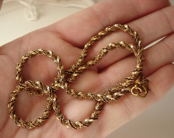Vintage 1970's Art Deco Gold Twisted Herringbone Chain 18 Inch Necklace