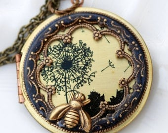 Locket,Brass Locket,Dandelions Locket,bee,Necklace,Photo Locket,Wedding Necklace,Jewelry Gift,bridesmaid gift,locket necklace,38mm locket