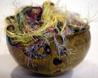 Two sided yarn bowl