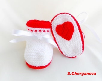 Discount - Knitted baby booties, knitted baby shoes in white and red