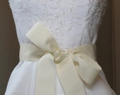 Ivory Grosgrain Ribbon Bridal Sash, 2 1/4 Inch Bridal Belt, Wedding Accessories,Bridal Ribbons,Bridal Belts,Bridesmaids Sashes