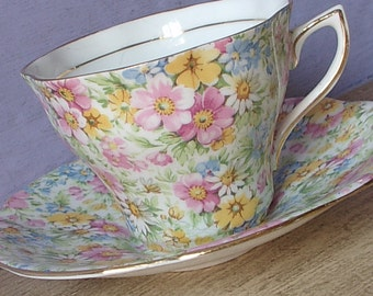 Vintage 1950's Chintz teacup and saucer, Rosina English tea cup, Pink yellow blue daisies tea cup, Bone china teacup, Antique teacup
