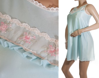 Gorgeous romantic silky soft satin look aqua bri-nylon and delicate embroidered lace detail 1960's vintage short nightdress nachthemd - 3263