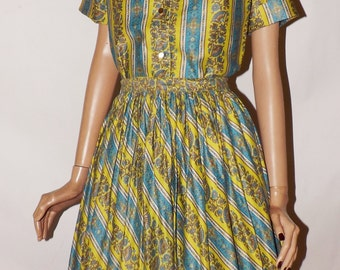 Vintage 1950s 60s Cusp. Two Piece Lois Casper Sportswear. Skirt and Blouse. Novelty Print. Day Dress.