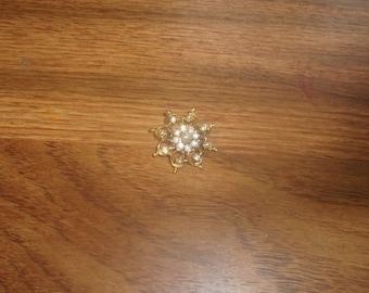 vintage pin brooch lapel goldtone rhinestones faux pearls