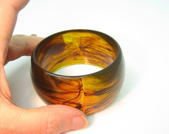 Chunky Lucite Bracelet.  Wide Mod Bangle. Swirled Amber & Cognac Brown, Vintage 1980s Statement Jewelry