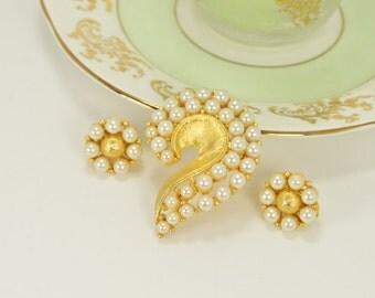Beautiful Jonette Vintage Brooch and Clip Earring Set