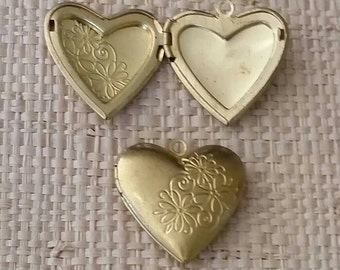 1 Heart Locket Brass 25x25x7mm for your art or jewelry projects (PHC1044)