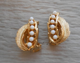 Vintage Gold White Pearl Earrings. Clip-On Earrings. 1960s