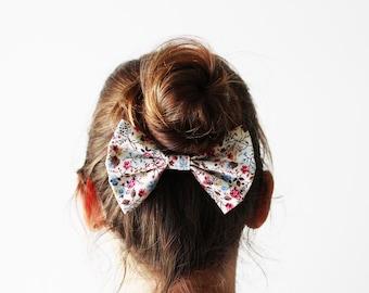 White floral hair bow, Floral hairbow, Floral cheerleader bow, Cute floral bow, Black bun bow, Sock bun bow, White floral bow, Girls hairbow
