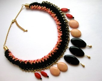 Braided statement necklace in pink t-shirt yarn, black yarn, red and gold