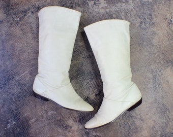6 1/2 to 7 Ivory Leather BOOTS / Vintage Knee High Flat Boots / Women's Shoes.
