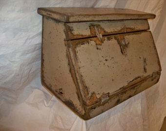 Bremen Bread Box