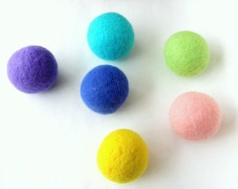 Wool dryer balls set of 6, spring palette. Handmade of 100% wool. Replaces fabric softener and dryer sheets for natural laundry care.