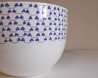 Mid Century White Enamel Bowl by Kaj Franck with Blue Clover Pattern Arabia Finland