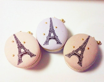 Oval shaped Eiffel Tower Macaron/macaroon coin case