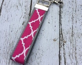 Hot pink quatrefoil key fob wristlet on gray cotton webbing with swivel lobster clasp