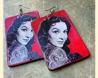 Beautiful pair of Maria Felix earrings