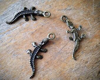 4 Pcs Alligator Crocodile Charms Antique Bronze Vintage Style Alligators Crocodiles Reptile Lizard Pendant Charm Jewelry Supplies (C025)