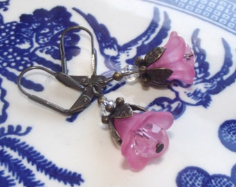 Lucite Flower Earrings - Pink Earrings - Pink Flower Earrings - Girls Earrings - Petite Earrings - Dainty Earrings - Spring Earrings