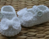 Solid white crochet baby girl mary janes shoes slippers booties sparkly white bow christening baby gift