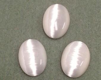 White Fiber Optic Catseye Cabochon 25 x 18 - FOW2518