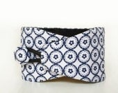 Obi bracelet Kaori - japanese fabric 100%cotton - japanese pattern with circles in white and blue. Japanese bracelet