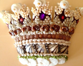 SHELL ENCRUSTED CROWN - Wallhanging