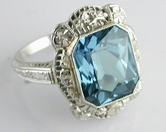 14K White Gold Filigree Ring with Blue-Green Stone