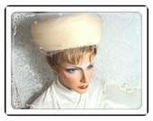 Beige Raffia Hat  - Vintage Woven 1960's Twiggy / Mad Men Era   -   H-21a-040313000