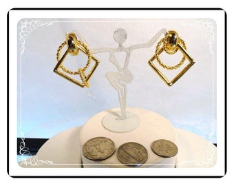 Gold tone Pierced Earrings - Vintage Square & Circle Rings  E1763a-041012000