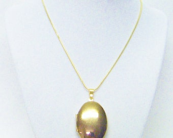 Oval Gold Plated Smooth Keepsake Locket Necklace