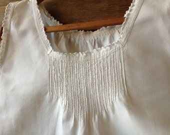 Antique French White Linen Nightgown // Nightdress