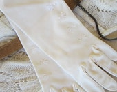 White/Off White Vintage Gloves 1064