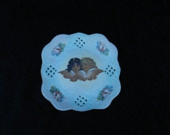 Vintage pin tray: Small decorative plate