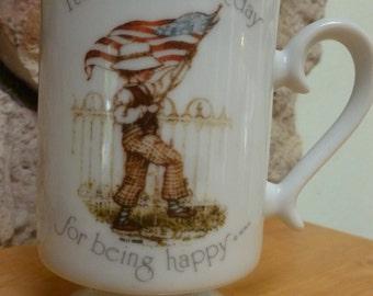 Vtg 1975 Holly Hobbie American Flag pedestal mug
