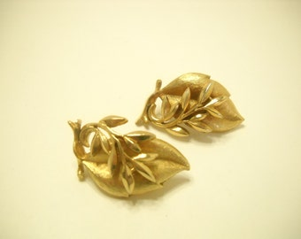 Vintage 1962 Sea Whispers Gold Tone Clip Earrings (365) Sarah Coventry