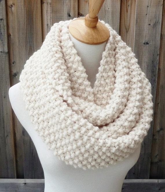 Hors charpe de laine blanche de infinity laine cr me snood - Tricoter une echarpe en laine ...