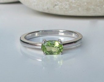 Dainty Peridot Ring- August Birthstone Ring- Green Ring- Gemstone Ring- Gifts for Her- Promise Ring- Anniversary Ring