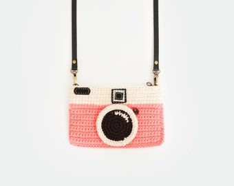 Crochet Vintage Camera Purse/ Pink Color