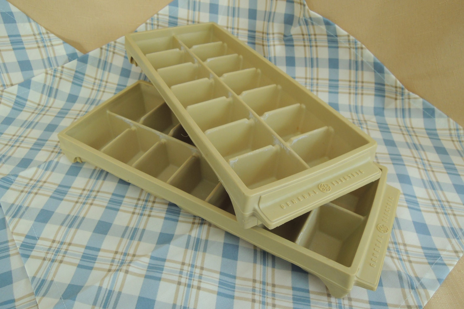General Electric Ice Cube Trays Heavy plastic Harvest gold
