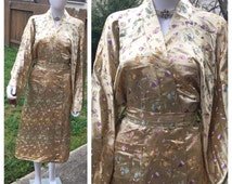 Vintage 1980's Golden Embroidery Asian Style Flower Print Robe ladies Sz Med/Large USA