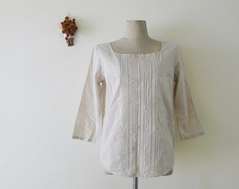 SALE Delicate vtg neutral long sleeve blouse,eyelet and pleated details,cotton shirt,sweet and classic,minimalist,square neck, zakka, S-M
