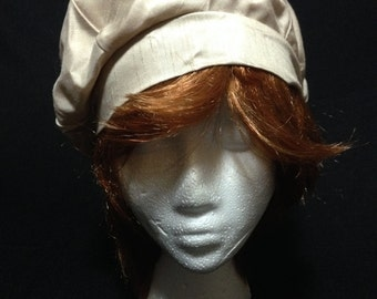 Vintage 1950's Beige Cloche Hat with Tieback   (LDT1)