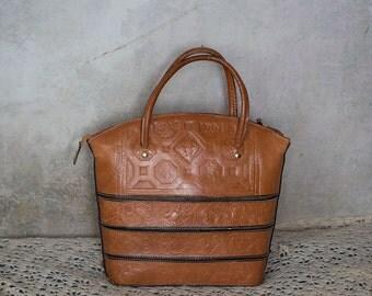 70s vintage tooled  leather bag /  caramel brown genuine leather bohemian chick purse tote  bag /leather handbag/ medium size