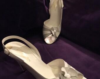 Vintage peep toe heels white leather sling back sandals Bridal Wedding 80s does 50s stilettoes