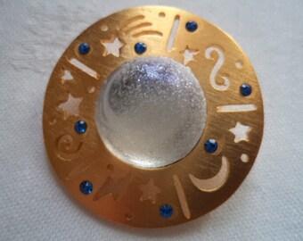 Vintage Signed JJ Goldtone Frosted Celestial Orb Brooch/Pin