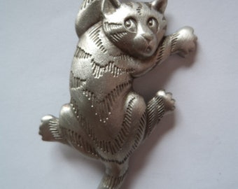 Vintage Signed JJ Silver pewter Climbing Cat Brooch/Pin