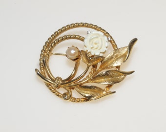 "Sarah Coventry Gold Tone Bone Ivory Rose Flower Posy Wreath 2"" Pin Brooch"
