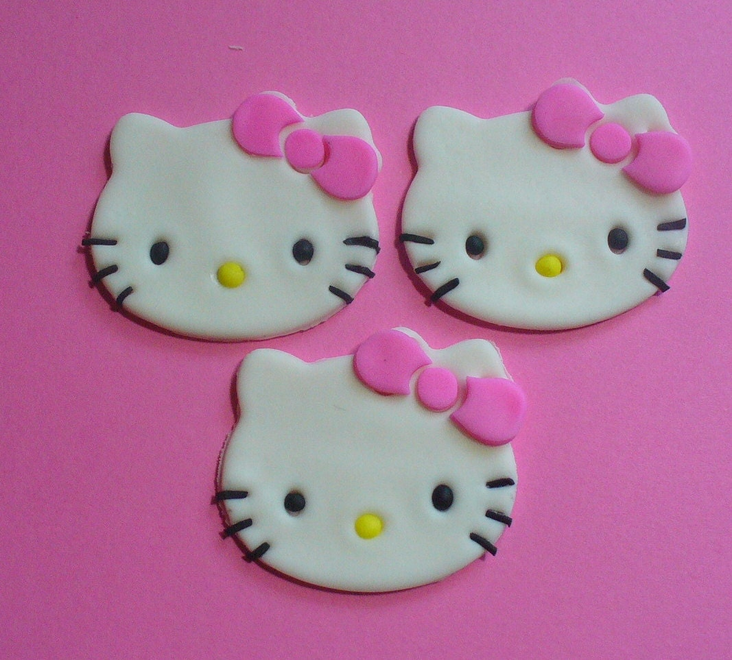 12 HELLO KITTY Face Edible Fondant Cupcake Toppers